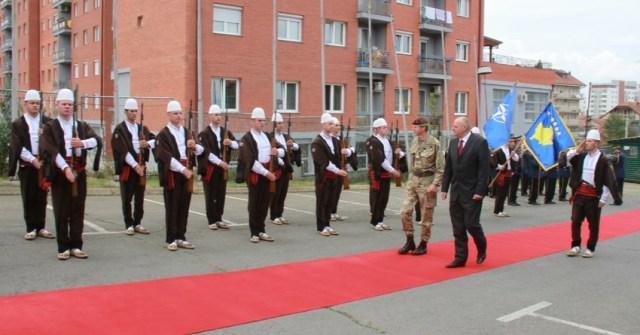 Gjenerali i NATO-s Pritet me Plisa - Foto - Gazeta Jeta në Kosovë
