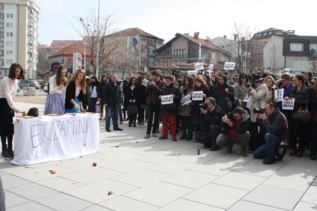 Ilustrim | Nga nj� protest� e grave kund�r diskriminimit n� Kosov�