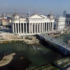 BIRN ka siguruar qindra dokumente nga shumica e marr�veshjeve q� e p�rb�jn� projektin Shkupi 2014. | Foto nga: Meri Jordanovska