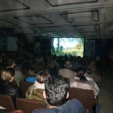 Nata e par� e festivalit n� stacionin e trenit n� Fush� Kosov� | Foto: Donjeta Mejtani
