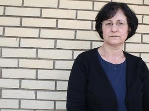 Shyhrete Berisha po lufton n� betej�n e saj ligjore p�r t� rimarr� sht�pin� nga familja e bashk�shortit t� saj t� ndjer� n� Suharek�, n� Kosov�n Jugper�ndimore.