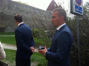 Enver Hoxhaj dhe Uliks Emra | Foto: facebook/ 9 maj 2014