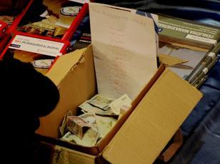 Parat� e mbledhura nga shitja e librave n� nj� pasdite gjat� Panairit t� 19 t� Librit n� Tiran� m� 15 n�ntor 2014. Shuma tregon 1 mln e 800 mij� t� vjetra. Foto: Ivana Dervishi, BIRN