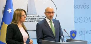 Kryeministri Mustafa n� konferenc�n p�r media ku njoftoi p�r projektligjin p�r investime strategjike.