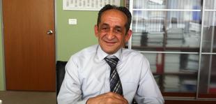 Kujtim Pa�aku, poeti rom q� �sht� edhe deputet n� parlamentin e Kosov�s.